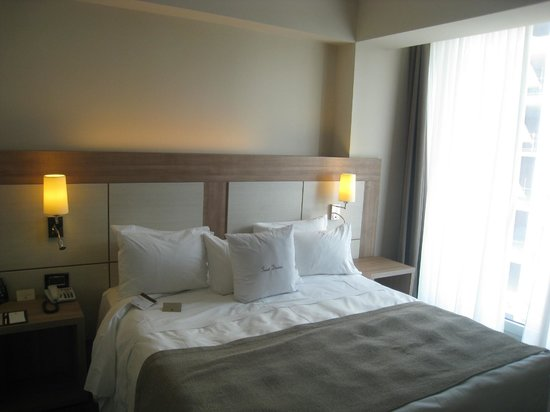 the bed the room picture of doubletree by hilton milan milan rh tripadvisor co uk