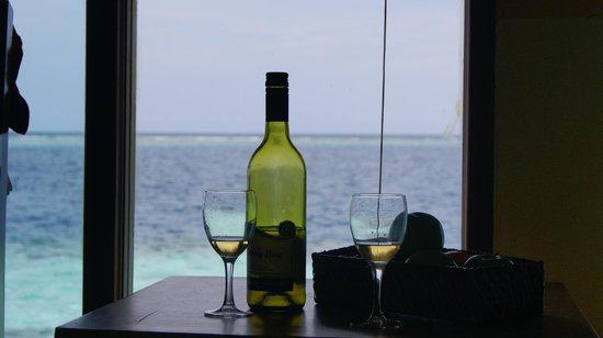 Adaaran Club Rannalhi: When settling in a water bungalow you are given a wine or champagne small bottle and fruit as a