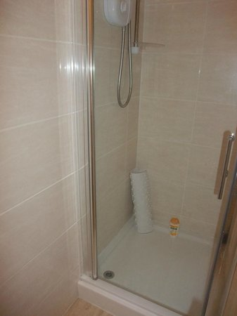 Chiltern Guest House: Shower - The Chiltern