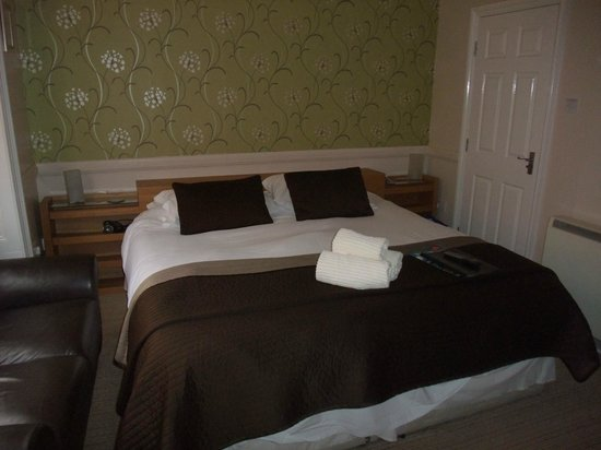 Chiltern Guest House: Super king size bed! - The Chiltern