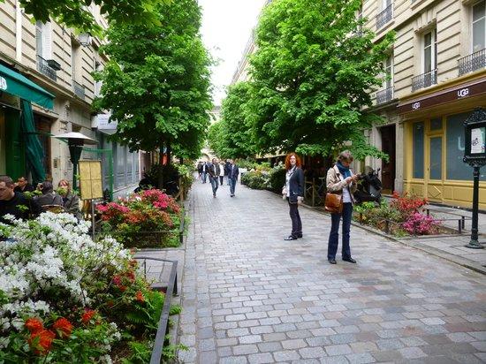 Rue fleurie dans le marais photo de le marais paris for Maison du monde compte