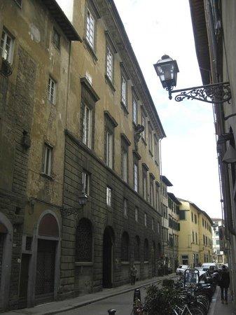 Palazzo Magnani Feroni: street view of palazzo