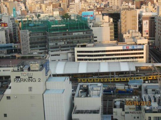 Hotel Metropolitan Tokyo Ikebukuro: I can see Seibu and Tobu Stores