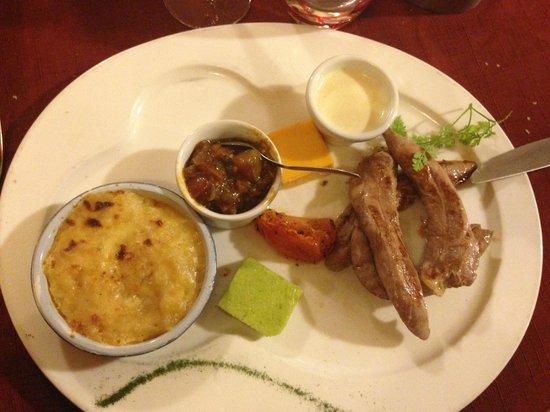 Le Bistro de l'Octroi : Pechuga de pato con salsa de queso de cabra y pisto