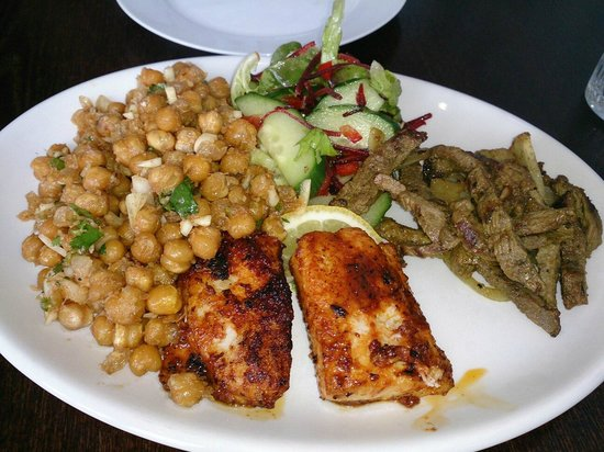 Yetis' Retreat: Mixed platter, 3 items: chickpea sandheko, fish, and lamb sekuwa. All delish!