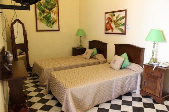 Hotel Florida: Bedroom