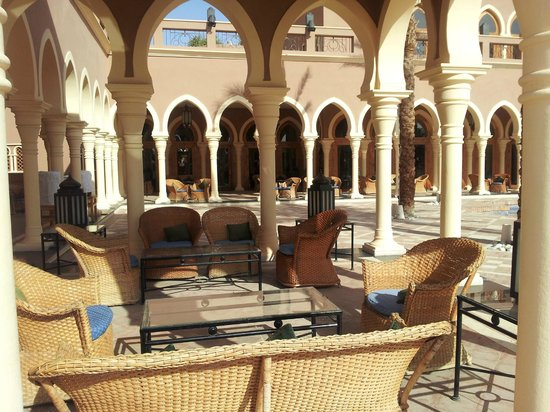 The Grand Makadi Hotel: Main courtyard
