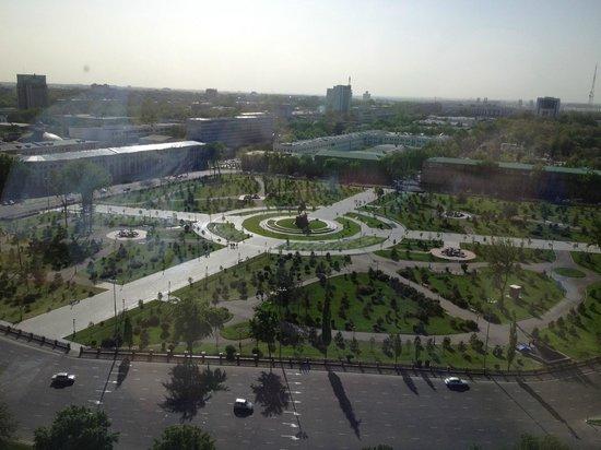 Old Tashkent: piazza fronte hotel
