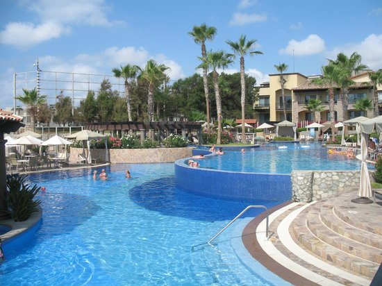 Pueblo Bonito Sunset Beach Golf & Spa Resort : Lower pool