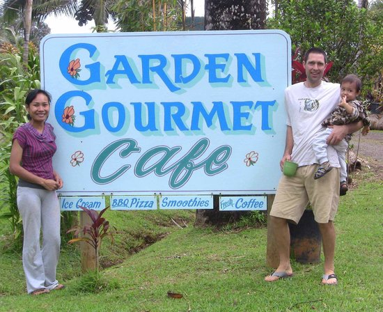 "Garden Gourmet Cafe: Jon, Ya & son Phon are ""foodies,"" passionate about freshness."