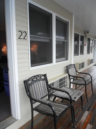 The Dockside Inn: Room 22 offers two chairs on the balcony to enjoy the view of the harbor