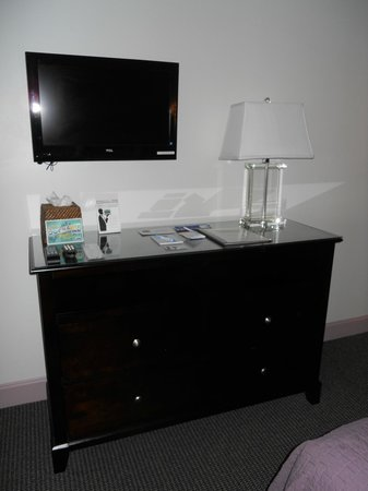 The Dockside Inn: Room 22 had nice dresser (and closet) with a flat screen TV.