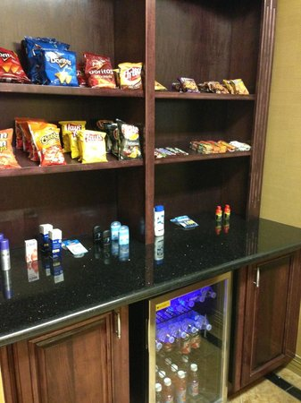 BEST WESTERN Manhattan Inn : Sundry items available for guests to purchase
