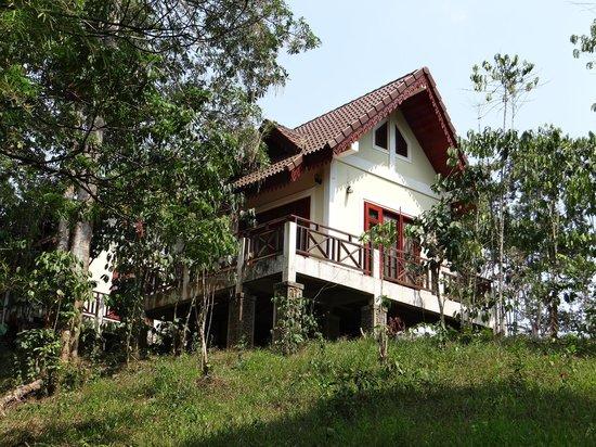 Baan E-Tu Waterfall Resort : room outside view 2