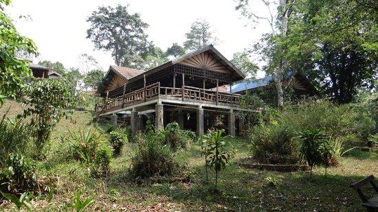 Baan E-Tu Waterfall Resort : restaurant outside view
