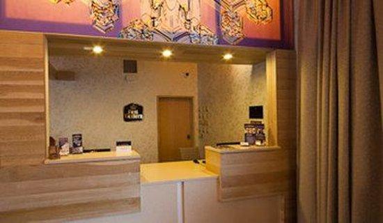 Best Western Mt. Hood Inn: Front Desk