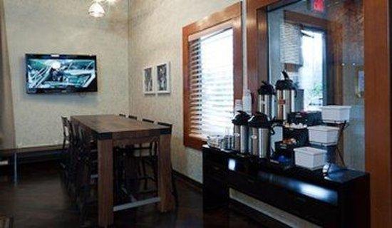 Best Western Mt. Hood Inn: Breakfast Area