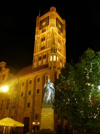 Torun, Polonia: Old Town City Hall at Night