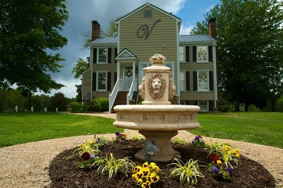 The Vintager Inn Bed & Breakfast: Our reclaimed/repurposed fountain...