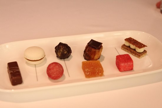 Onyx Restaurant: More desert to choose in the end
