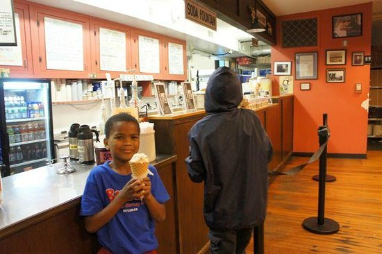 Mystic Drawbridge Ice-Cream : Kids enjoying ice-cream!
