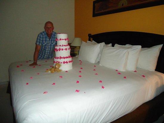 El Dorado Sensimar Riviera Maya: birthday cake towel art