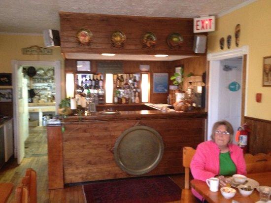 Meldrum Bay Inn Restaurant: Full service bar