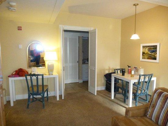 Lobos Lodge: Rm 33-Looking from the fireplace toward bathroom.