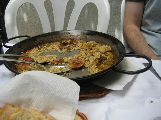 El Jardinet: The paella pan- the rest was on my plate.