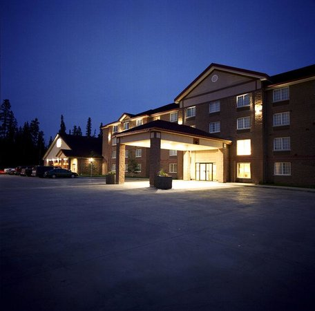 Woodlands Inn & Suites: Hotel Exterior
