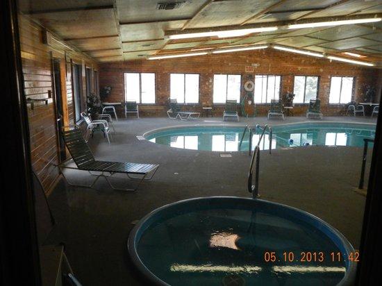 Super 8 Valentine NE: indoor pool