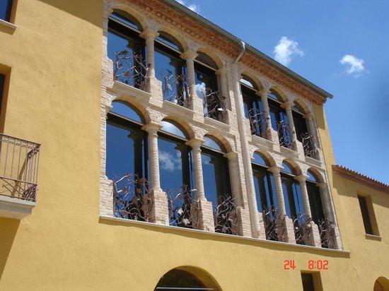 Can Bonastre Wine Resort: Habitaciones vistas desde fuera