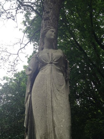 Iveagh Gardens : Be sure to find this lady