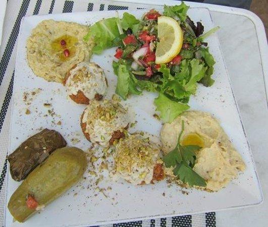 Le Mont Liban : Their falafel plate