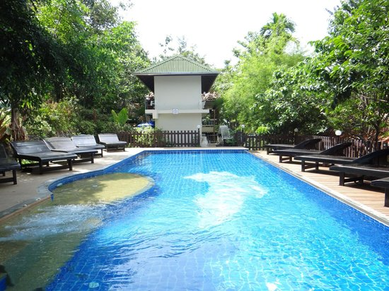 J.J. Bungalow & Guest house: swimming pool 2