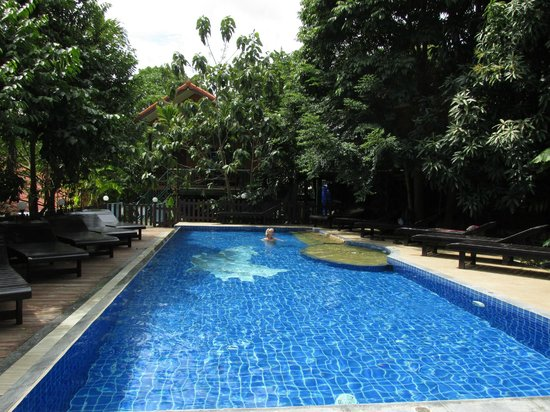 J.J. Bungalow & Guest house: swimming pool 3