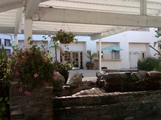 Best Western Posada Royale Hotel & Suites: courtyard with water feature