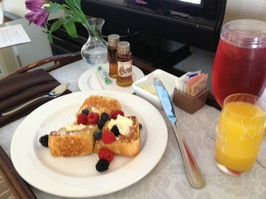 Omni Interlocken Hotel : Angel food french toast