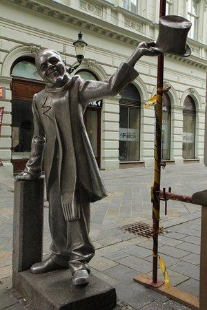 Schone Naci Statue