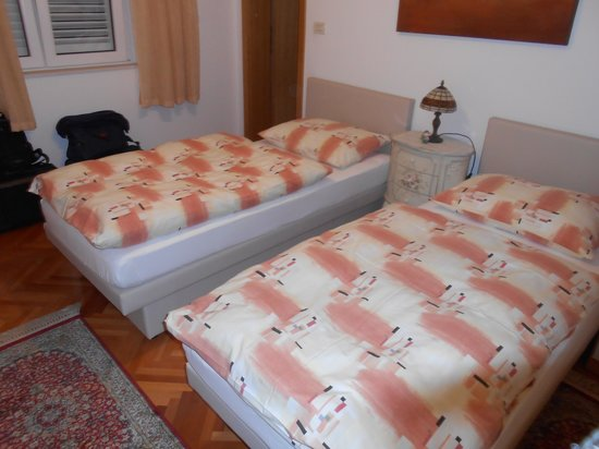S&L Guesthouse: Twin Bedroom