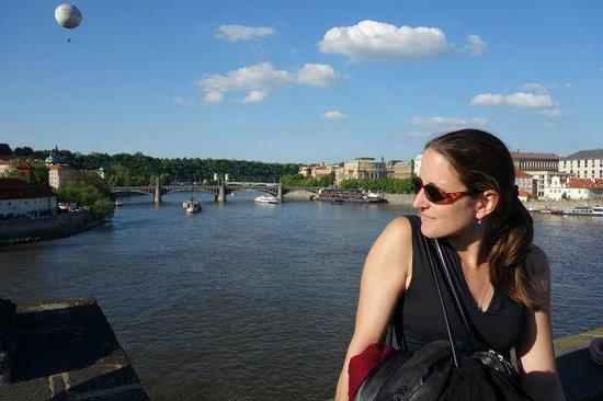 Sightseeing Prague: Eva on Charles bridge