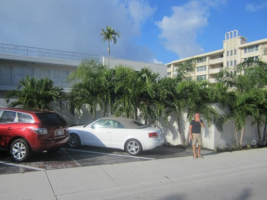 Royal Palms Resort & Spa: Side of the resort
