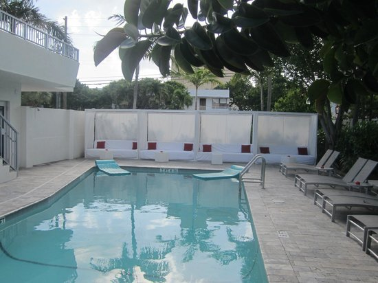 Royal Palms Resort & Spa: Front Pool area known as the