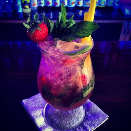 Isa's Restaurant Cafe Bar: Strawberry Mojito