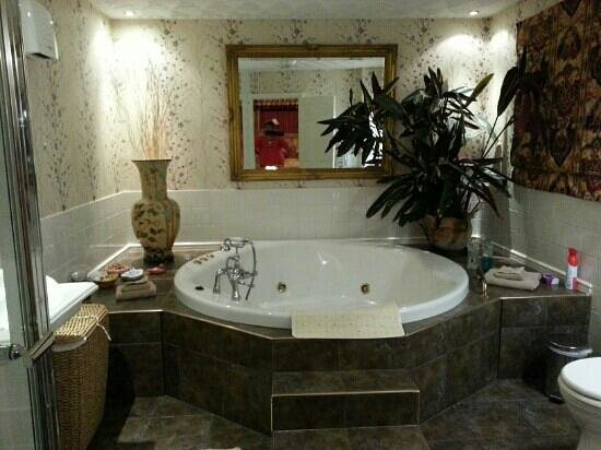 Orchard House Guest House: Bathroom
