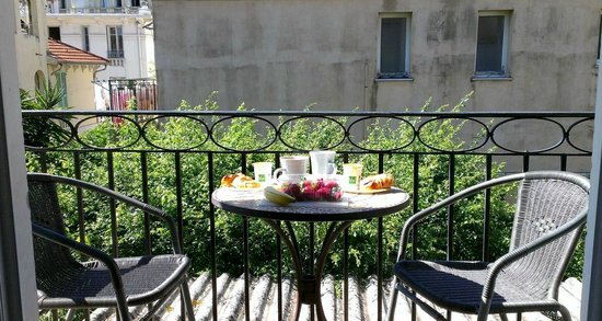 Hotel Villa Les Cygnes: Sweet balcony where we had our breakfast each morning