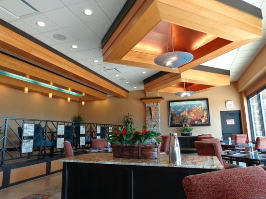 Prescott Resort & Conference Center: There is a little bar with comfy chairs to share a drink with friends.