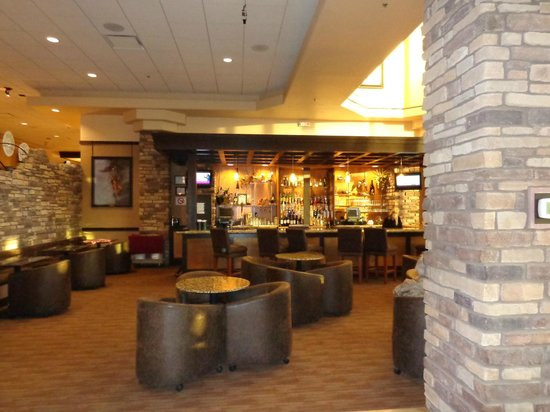 Prescott Resort & Conference Center: Bar and seating area on the main floor.