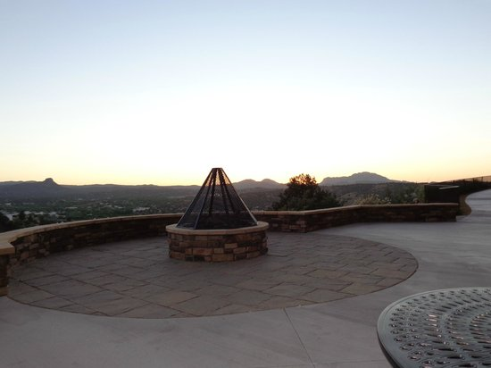 Prescott Resort & Conference Center: Firepit on the patio off the lobby outside.