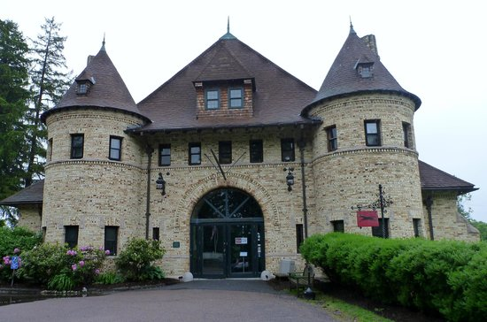 Larz Anderson Auto Museum - Museum of Transportation: Outside of the beautiful building